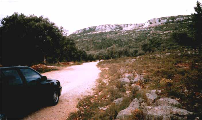 Redinha - Nossa Senhora da Estrela: Street to the Rock . You arrive just to the routes by car